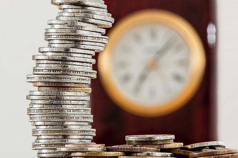 monedas y relog