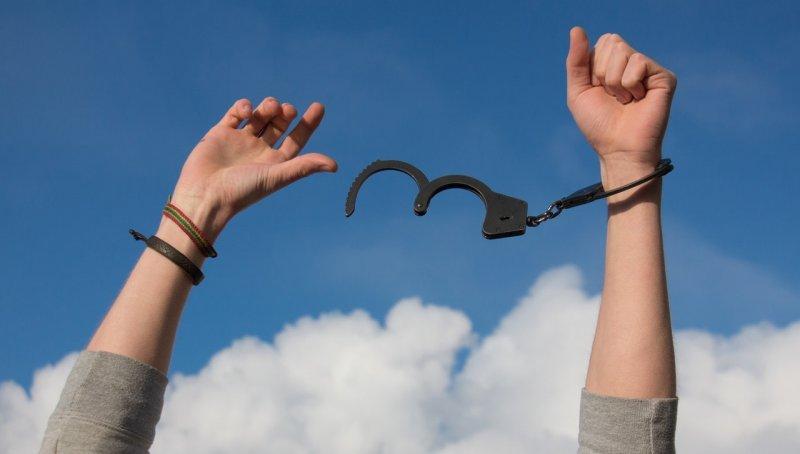 libertad-manos