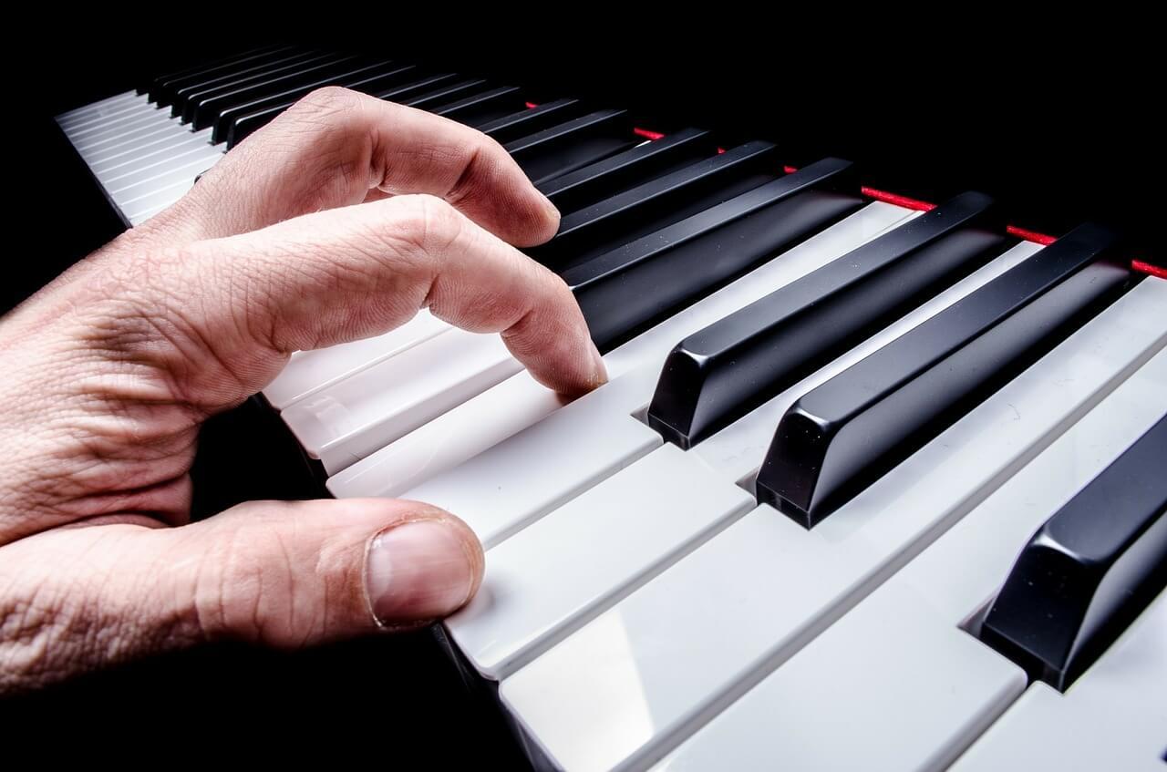 piano-esfuerzo-mano