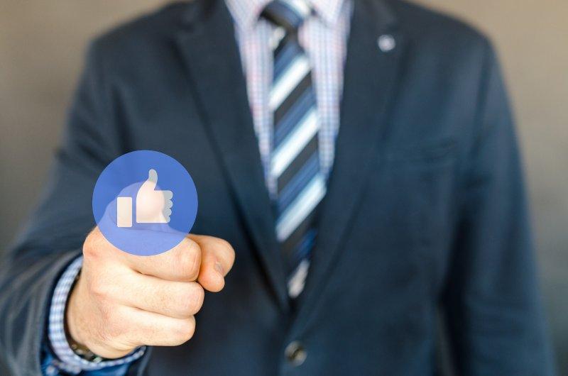 Cuál es tu prioridad, llenarte de Likes o de Clientes
